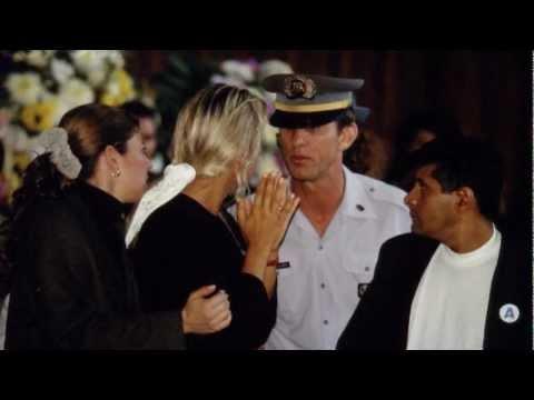Policial Retira Adriane Galisteu de Velorio de Ayrton Senna - Morte Enterro Death Announcement
