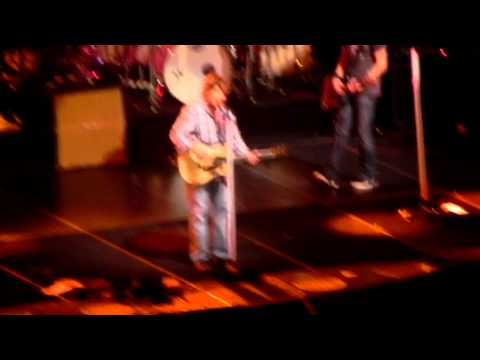 Russell Crowe and Keith Urban - Folsom Prison Johnny Cash Cover Vancouver