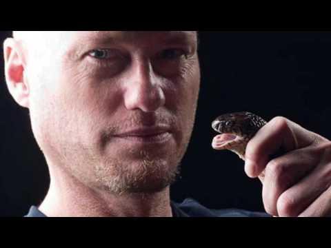 Hero Scientist Bitten By World's Deadliest Snakes | Akilam 360 | MukilApp
