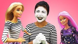 Pretend play with Barbie dolls for girls: Funny kids show