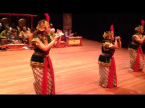 Tari Golek Clunthang video