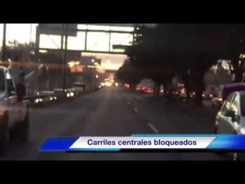 Camioneta particular choca contra patrulla de Zapopan en Av. Juan Gil Preciado