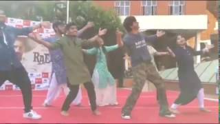 download lagu Shahrukh Khan Dancing With Students On Zaalima While Promoting gratis