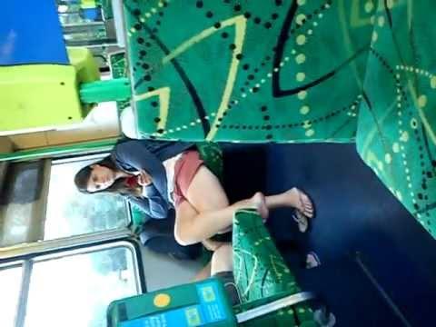 很漂亮的女人坐火車