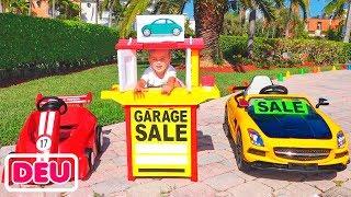 Vlad und Nikita spielen mit Toy Cars