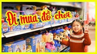 Trò Chơi Bé Ánh Mai ĐI MUA ĐỒ CHƠI- Bé Đi Siêu Thị Đồ Chơi Xem Búp Bê- Titi Channel- Toys Store
