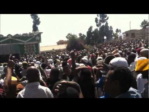 video by zain usman - Part 2 - Awolia compound - Ethiopian Muslims demonstrating against Majlis & Ah