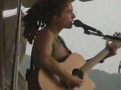 "Ani Difranco @ Falcon Ridge 2002 ""Educated Guess"""