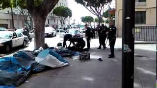 Chilling Video: LA police shoot dead a homeless unarmed man