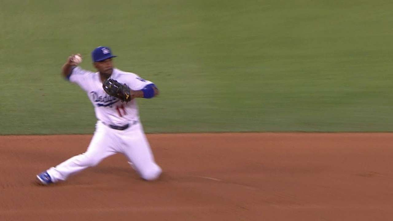 NYM@LAD: Rollins makes sliding stop for the forceout