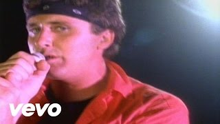 Watch Loverboy Hot Girls In Love video