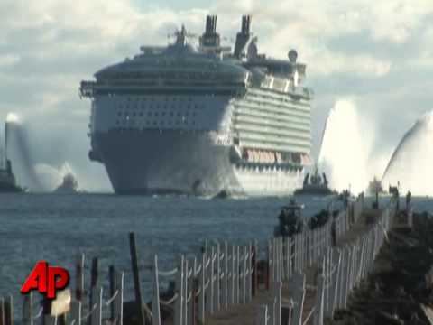 Raw Video World S Largest Cruise Ship Youtube