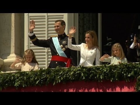 Spain's Felipe VI Greets Supporters from Royal Palace Balcony