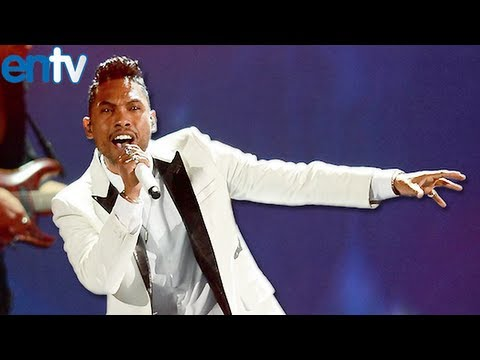 Miguel Jumps on Fans at Billboard Music Awards