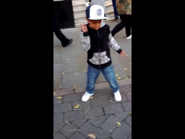 Marcio age 7 Street dances to KC DA ROOKEE - KING track in Nottingham