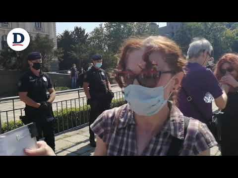 Izjava žene koja je dobila prekršajnu prijavu na protestu ispred skupštine Srbije