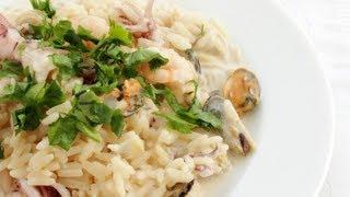 Рис с морепродуктами в сливочном соусе