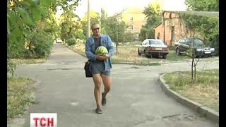 Біженця із зони АТО, який тероризує сусідів у Києві, не можуть заспокоїти - (видео)