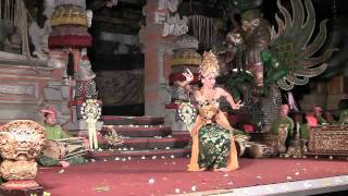 Oleg Tambuliligan Legong Dance - Sadha Budaya Gamela, Ubud, Bali Dec 2010