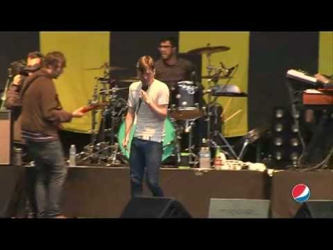 Kaiser Chiefs - Living underground (live at Pepsi Music 2013)