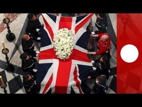 Le cercueil de Margaret Thatcher traverse Londres dans la controverse