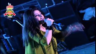 Watch Sunidhi Chauhan Sheila Ki Jawani video