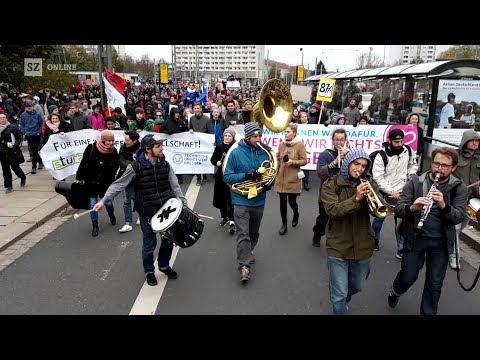 Pegida-Geburtstag mit Technik-Problemen und Gegenprotest