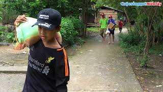 Gia đình Cô Lộc gửi 400 USD mua quà tặng bà con nghèo, người già neo đơn | Cuộc Sống Quê Miền Tây
