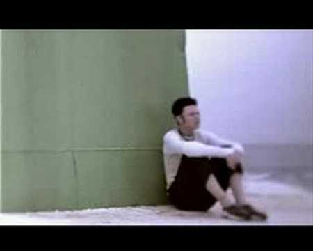 The music video for 'Wêr Bisto', the first single from Twarres' debut album 'Stream' (2001). De videoclip voor 'Children', de eerste single van Twarres' debu...