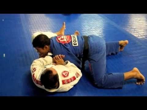 Barra Technique Tuesday - Open Guard Pass Image 1