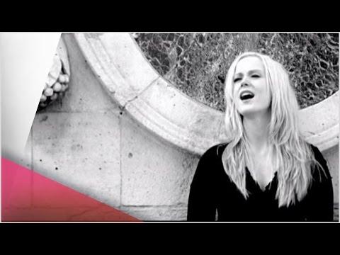 Tina Dickow - Sacre Coeur