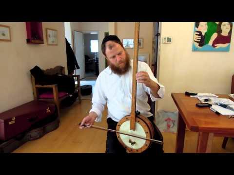 נאור כרמי חזר לנגן על הטנבור שתיקנתי לו...