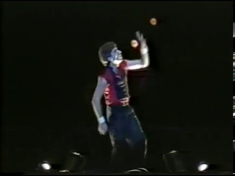 Chris Bliss - Juggling on the Victory Tour