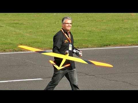 FASTEST RC GLIDER OVER 500 KMH 310 MPH MODEL JET TURBINE POWERED RC GFK GLIDER / Jetpower Messe 2015