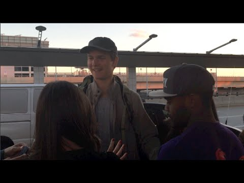 (Brand New) (Exclusive) Ansel Elgort Stopped for Fans before he departs from JFK Airport 10-08-14