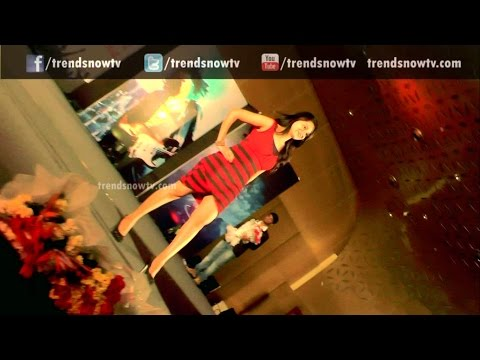 E Rojullo Heroine Reshma Ramp Walk | Roots Bienvenu 2014 | Freshers Day | Roots 2014 Freshers Party video