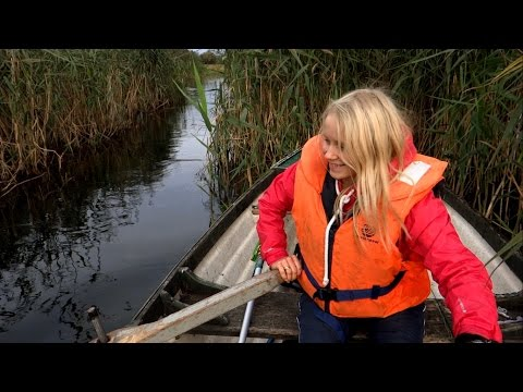 Epic battle: bright / blonde vs dark / brown. Girls fishing. Щука и окунь девчонки на рыбалке