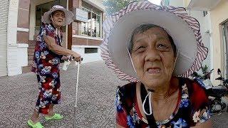 50 Năm Chống Gậy Đi Bán Vé Số, Cụ Bà 80 Tuổi Xúc Động Nhận Tiền Ủng Hộ