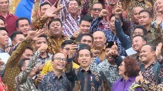 Jokowi dan Menteri Susi Ngevlog Bareng Ratusan Nelayan di Istana