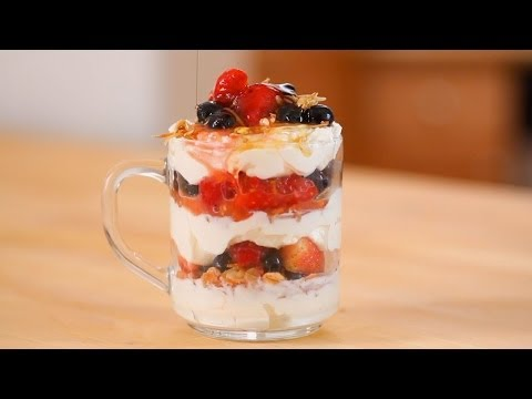 Make-Ahead Granola, Fruit, and Yogurt Parfait | Everyday Health