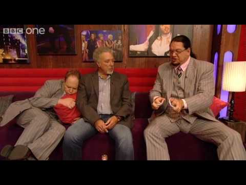 Penn and Teller perform a card trick on Tom Jones - Friday Night with Jonathan Ross - BBC One