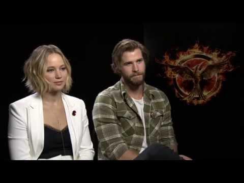 Jennifer Lawrence & Liam Hemsworth - The Hunger Games: Mockingjay Part...