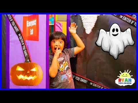 Ryan in Halloween Box Fort Maze Challenge Pretend Play!!!!