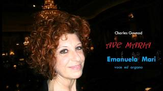 Getting married in Italy: Emanuela Mari wedding singer