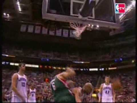 Andrew Bogut dunks on Carlos Boozer Video