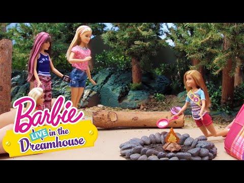 Det glade lejrliv! | Barbie LIVE! In The Dreamhouse | Barbie