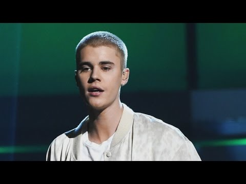 Justin Bieber Drops Mic and Storms Off Stage in Manchester