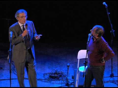 La notte dell'arancia: Massimo Moratti canta 'Luci a San Siro' con Roberto Vecchioni