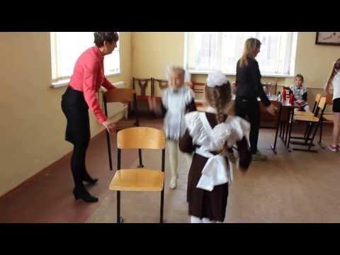 """2 """"А"""" класс. Праздник для мам. Танец со стульями 2"""