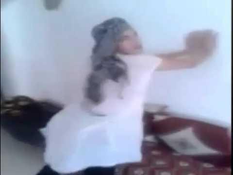 شاد جنسي قنيطري يرقص على إقاعات عطيني صاكي thumbnail